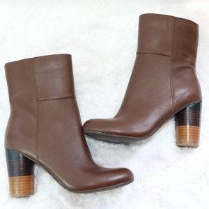 NWOT Very volatile brown  anti boot  size 6